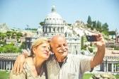 foto ancianos haciéndose selfie
