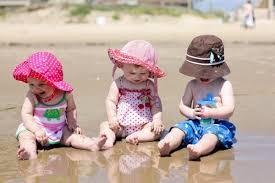 niños protegidos del sol